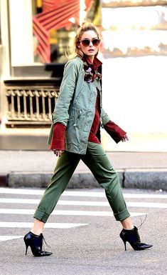 Olivia Palermo wears two striking outfits for fashion shoot in the streets of NYC Olivia Palermo Outfit, Estilo Olivia Palermo, Look Olivia Palermo, Olivia Palermo Street Style, Olivia Palermo Lookbook, Fashion Shoot, Look Fashion, Trendy Fashion, Autumn Fashion