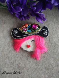 "Brooch western lady ""Dolly""with a black hat"