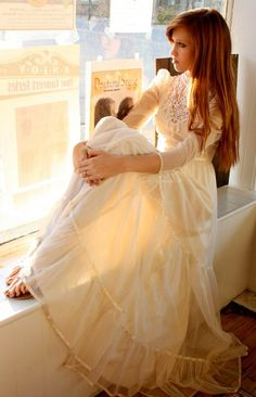 Vintage 1970's White Embroidered Lace Wedding Dress XS/S