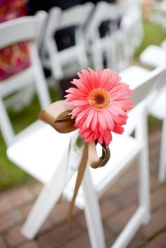 30 Colorful Tips To Incorporate Gerberas Into Your Wedding ceremony - http://www.2016hairstyleideas.com/wedding/30-colorful-tips-to-incorporate-gerberas-into-your-wedding-ceremony.html