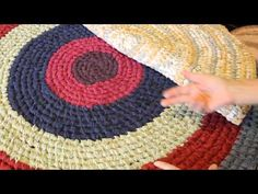 Roxana White's YouTube Channel where she teaches how to make Toothbrush Rugs. This is how I start my oval Toothbrush/Amish Knot rugs. A small portion showing an increase area is out of view. Sorry. See Part II for that explanation. Mor...