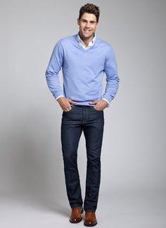 Comprar ropa de este look: https://lookastic.es/moda-hombre/looks/jersey-de-pico-celeste-camisa-de-manga-larga-blanca-vaqueros-azul-marino-zapatos-derby-marrones/5967 — Camisa de Manga Larga Blanca — Jersey de Pico Celeste — Vaqueros Azul Marino — Zapatos Derby de Cuero Marrónes