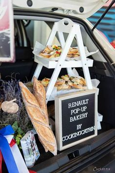 French Pop-up-bakery, Pop up bakery, Pop up bakery ideas, Pop up bakery stand, Pop up bakery shop, french pop up bakery, french coffee, french coffee table, french coffee shop, french coffee bar, französisches Gebäck, französisches Blätterteiggebäck, madeleines, französisches Gebäck herzhaft, Baguette, Baguette belegt, baguette selber belegen, Renault Captur, Renault neu, Pop up bakery by cookingCatrin French Pop, Pop Up, Baguette, Coffee Shop, Bakery, Recipes, Food, Coffee Shops, Loft Cafe