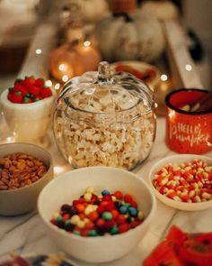 Halloween movie night snacks at home Halloween Tags, Halloween Movie Night, Fall Halloween, Happy Halloween, Halloween Party, Halloween Season, Christmas Movie Night, Halloween Drinks, Halloween Desserts