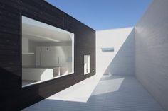 8008 is a minimalist house located in Fukuoka, Japan, designed by Hiroyuki Arima + Urban Fourth.