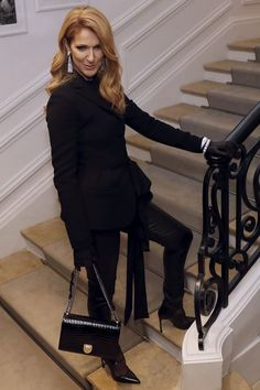 Celine Dion Photos - Canadian Celine Dion poses before Christian Dior 2016-2017 fall/winter Haute Couture collection fashion show on July 4, 2016 in Paris. / AFP / PATRICK KOVARIK - Christian Dior : Front Row - Paris Fashion Week - Haute Couture Fall/Winter 2016-2017