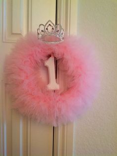 Tutu wreath. DIY birthday princess wreath for princess party.