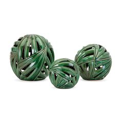 Palmetto Wall or Deco Balls - Set of 3 The Palmetto decorative balls are made of cutwork ceramic and finished with a rich green glaze. The palm leaf design is a delightful nod to the tropics whether displayed on the wall or a tabletop. European Home Decor, Unique Home Decor, Diy Home Decor, Contemporary Decorative Objects, Decorative Spheres, Decoration Ikea, Decor Scandinavian, Wall Decor Set, Boho Home