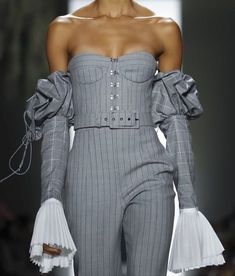 Jonathan Simkhai at New York Fashion Week Fall 2018 - Details Runway Photos Fashion Details, Look Fashion, High Fashion, Fashion Show, Fashion Outfits, Fashion Design, Couture Details, Couture Fashion, Runway Fashion