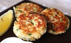 Tuna Patties: for gluten free replace the breadcrumbs with ¾ cup instant mashed potatoes Tuna Recipes, Seafood Recipes, Cooking Recipes, Fish Dishes, Seafood Dishes, Main Dishes, Healthy Snacks, Healthy Recipes, Yummy Recipes