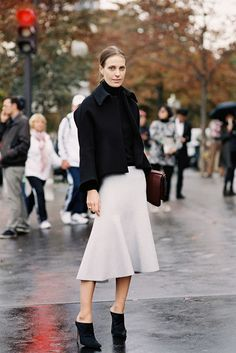 Vanessa Traina in a black jacket & off-white skirt with mules #style #fashion #streetstyle