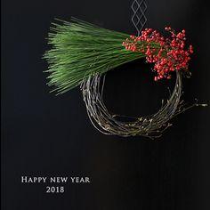 Christmas Arrangements, Flower Arrangements, Christmas Deco, Christmas Wreaths, Japanese New Year, Wreaths And Garlands, New Years Decorations, New Years Party, Green Flowers