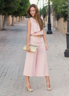Crop Top Pink Fashion, Fashion Dresses, Womens Fashion, Outfit Trends, Formal Looks, Professional Outfits, Pants For Women, Clothes For Women, Blouse Styles