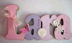 Nome em MDF, decorado em papel de scrap. Pode ser utilizado para decorar quarto, porta de maternidade e festa infantil. fazemos nas cores desejadas R$ 50,00