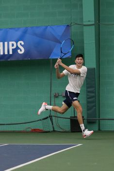 Aaron Umen is an accomplished tennis player on Case Western's Men's Tennis team. Umen is also a dedicated volunteer and an aspiring entrepreneur. Tennis Players, Basketball Court, Sports, Hs Sports, Sport