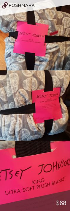 Betsey Johnson skull king plush blanket 90 by 90..grey and white Betsey Johnson Accessories