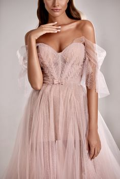 Couture dresses 2020 to suit every occasion. Evening and prom designers gown from long and short to sparkling and classic dresses. Pretty Prom Dresses, Ball Dresses, Ball Gowns, Beautiful Dresses, Evening Dresses, Corset Dresses, Chiffon Dresses, Long Dresses, Lace Dress
