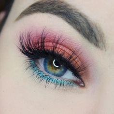 gorgeous eye makeup trends you should try - Makeup Without Eye Makeup, Hand Makeup, Applying Eye Makeup, Makeup Eye Looks, Beautiful Eye Makeup, Eye Makeup Art, Blue Eye Makeup, Eyeshadow Makeup, Pastel Eyeshadow