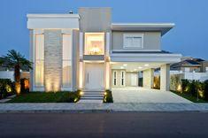 Fachada de casa com mix de estilos clássico e contemporâneo com painéis de pedra! - DecorSalteado