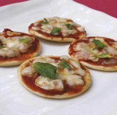 Mini pizzas • Acompaña tu programa favorito con estas deliciosas mini pizzas • Conoce más de esta receta en www.cocinarte.co