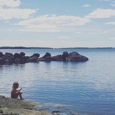 On the seashore #weekend #familytime #cabinlife #balticsea #gulfoffinland #visitfinland