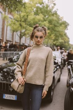 Milano Fashion Week lo stile e il look delle modelle Vintage Street Fashion, French Fashion, Celebrity Outfits, Celebrity Look, Fashion News, Fashion Models, Ootd Fashion, Vogue New York, Casual Couture