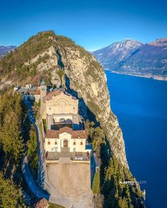 Selector: Thanks for the picture to: . Selector: Thanks for the picture to: Hashtag: & . Cathedral Church, Italian Beauty, Tourist Information, Lake Garda, Places Of Interest, Countries Of The World, Pilgrimage, Wonders Of The World, Places To See
