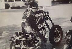 Quando Bandidos e Hells Angels si fecero la guerra in Alto Adige Hells Angels, Biker Clubs, Motorcycle Clubs, Triumph, Lederhosen, Cool Bikes, Rat Bikes, Captain America, Old School