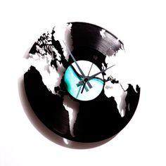 World Clock made out of a record album- Cool!  Coller un papier blanc par dessus le disc..