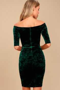 Be as pretty as a present in the Wrapped Up In You Forest Green Velvet Off-the-Shoulder Bodycon Dress! Velvet shapes this off-the-shoulder dress. Velvet Dress Formal, Green Velvet Dress, Velvet Dresses, Homecoming Dresses Sleeves, Club Dresses, Wrap Dresses, Party Dresses, Gown Party Wear, Look Body