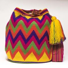 Cabo Wayuu Bags – Woven by 2 Tread Count - Crochet Crochet Shell Stitch, Crochet Stitches, Tapestry Crochet Patterns, Knitting Patterns, Mochila Crochet, Finger Crochet, Knitting Blogs, Boho Bags, Crochet Handbags