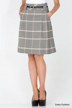 Just the sort of structured skirt I like. Perfect length too Blouse And Skirt, Dress Skirt, Fashion Articles, Fashion Tips, 90s Fashion, Fashion Hacks, Fashion Brand, Boho Fashion, Fashion Online