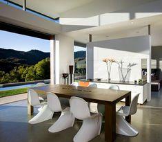 Wie sieht das moderne Esszimmer aus? - küche und esszimmer gestalten esstisch aus holz plastikstühle