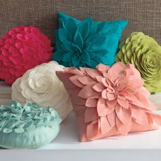 DIY Pillow Tutorials. Look at all the pretty colors!