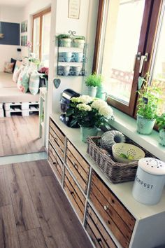 Sideboard made of wooden boxes – Room Decor Diy Cupboards, Wooden Boxes, Wooden Crates, Cozy House, Cheap Home Decor, Home And Living, Living Room, Sweet Home, Room Decor