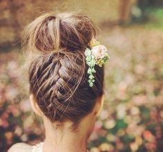 Artistic and Nice Bohemian coiffure bridesmaid The Effective Pictures We Offer You About simple wedding A quality picture can tell you many things. Little Girl Wedding Hairstyles, Wedding Bun Hairstyles, Flower Girl Hairstyles, Pigtail Hairstyles, Headband Hairstyles, Trendy Hairstyles, Braided Hairstyles, Short Haircuts, Wedding Hair Flowers