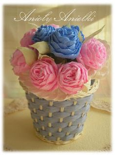 Róże z krepiny, metoda cukierkowa. DIY - Handmade Craft. kursykrokpokroku.blogspot.com