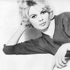Brigitte Bardot photographed by Richard Avedon, 1959. #brigittebardot #brigitte #bardot #bb #vintage #50s #fifties #60s #sixties #richardavedon #35k