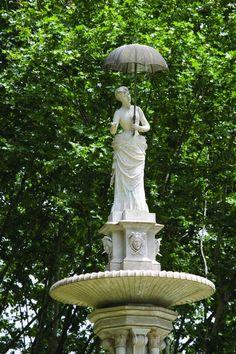 La Dama del Paraigües,1888, Parc de la Ciutadella. Joan Roig i Solé Reus 1835 - Barcelona 1918