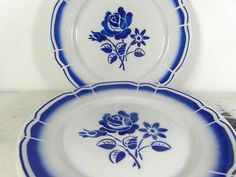 Badonvillier, French vintage serving plates, dishes. Ivory porcelain with blue floral pattern. Good condition but there are a few imperfections due to age, no chips or cracks. Very good for their age !  They measure : 9 .........................23 cm For matching bowls, please click on the link below :  https://www.etsy.com/listing/199523800/badonviller-4-french-vintage-soup-bowls?ref=shop_home_active_6  For more great French vintage porcelain, please click on the link below…