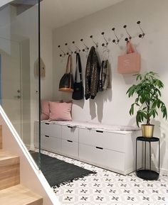 41 grey living room ideas for gorgeous and elegant spaces 27 29 Best Entryway Ideas for Small Spaces The post 41 grey living room ideas for gorgeous and elegant spaces 27 appeared first on Zuhause ideen. Living Room Grey, Home And Living, Entryway Decor, Bedroom Decor, Entryway Ideas, Hallway Ideas, Apartment Entryway, Ikea Hallway, Narrow Entryway