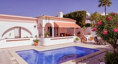 Villa Los Arcos Nerja Villa Los Arcos is a detached villa located in Nerja in the Andalucía Region and is 300 metres from Burriana Beach. The air-conditioned unit is 1.2 km from Balcony of Europe.