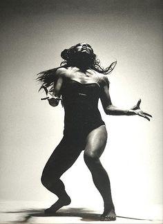 photo yoga noir et blanc / photo yoga ; photo yoga noir et blanc ; Poses Silhouette, Music Flow, African Dance, Belly Dancing Classes, Alvin Ailey, Dance Movement, Body Movement, Figure Poses, Poses References