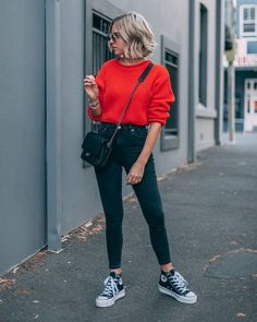 The Street Style Guide to Winter Sweater Outfits Sweaters Outfits, Winter Sweater Outfits, Winter Fashion Outfits, Spring Outfits, Red Sweater Outfit, Yellow Sweater, Red Top Outfit, Red And Black Outfits, Outfit Winter