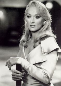 "Meryl Streep's shoulder-baring 'fits in ""Death Becomes Her""."