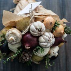 vegetables and nature Edible Bouquets, Floral Bouquets, Fall Crafts, Diy And Crafts, Crafts For Kids, Vegetable Bouquet, Food Bouquet, Chocolate Bouquet, Edible Arrangements