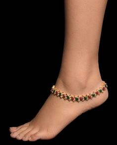 23 Cool Anklet & Toe Ring Combinations For Inspiration – Love Your Ankle India Jewelry, Jewelry Sets, Women Jewelry, Jewellery, Ankle Jewelry, Ankle Bracelets, Feet Jewelry, Anklet Tattoos, Anklet Designs