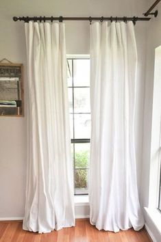 How to Make DIY No-Sew Bleached Drop Cloth Curtains without making your house smell like a pool. This method uses a bleach solution and a vinegar solution outside! You will finish bleaching your drop cloths in the washing machine for a gorgeous, soft, tex Home Remodeling Diy, Home Diy, Curtains Living Room, Home Decor Lights, Farm House Living Room, Curtains, Easy Home Decor, Farmhouse Style Curtains, Home Decor