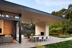 Atherton Avenue Residence by Arcanum Architecture in Atherton, California - Terrasse Minimalist Architecture, Contemporary Architecture, Architecture Interiors, Fachada Colonial, California Homes, Atherton California, Northern California, Moderne Pools, D House