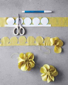 Pretty fabric flowers diy: Freshly cut flowers are always nice -- but fabric flowers can be cherished for years to come. Felt Flowers, Diy Flowers, Paper Flowers, Flower Diy, Make Fabric Flowers, Pansy Flower, Cloth Flowers, Pretty Flowers, Diy Projects To Try